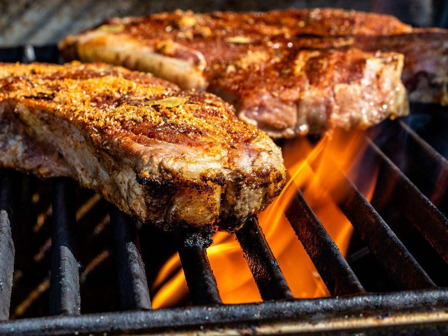 La cuisson au feu de bois avec nos bûches de bois compressé BOIS DE CHAUFFAGE ECOLOGIQUE